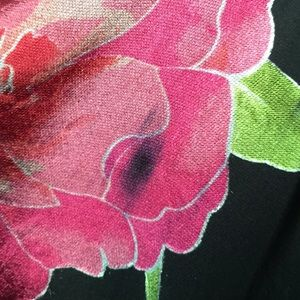 Cache Tops - Cache Black Top, pink Roses an Green Leaves